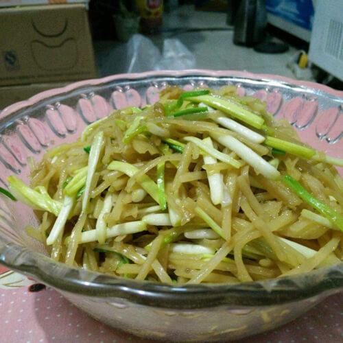 土豆丝炒炒蒜苗