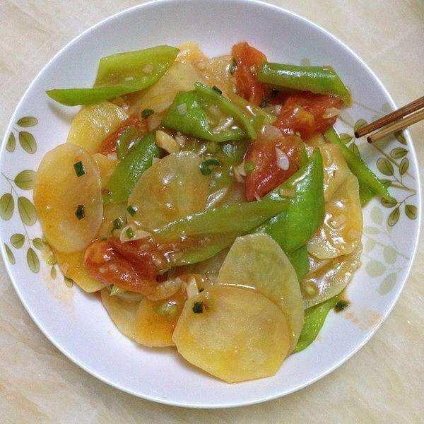 土豆片炒西红柿青椒