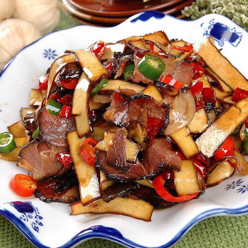 美味的腊肉彩椒炒香干