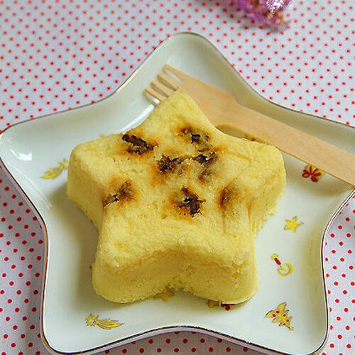 嫩口的葡萄干白豆沙蒸糕