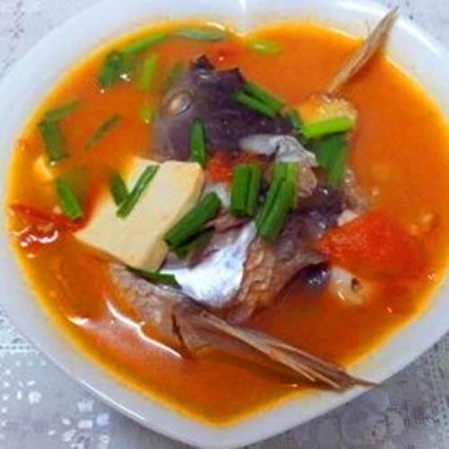 鲢鱼头西红柿豆腐汤