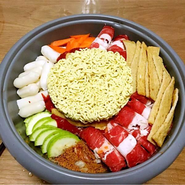 可口的韩式年糕火锅