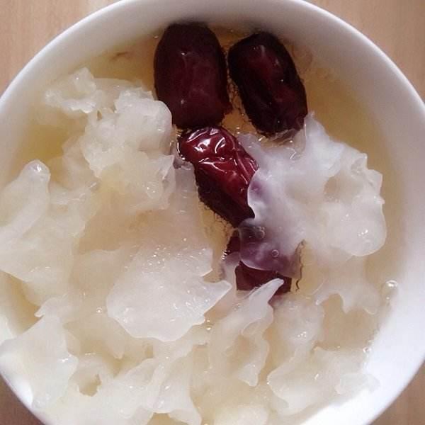 红枣银耳养生汤