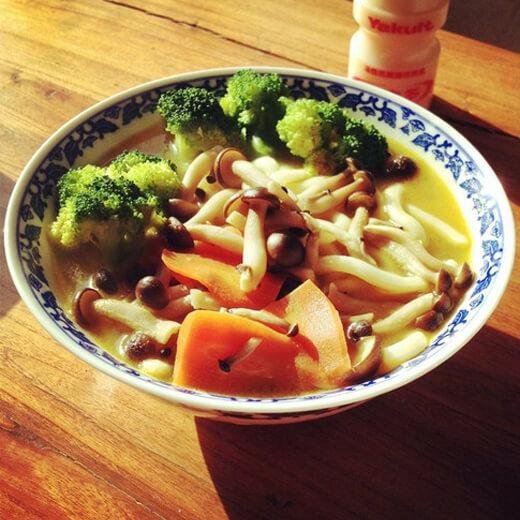 美味的蔬菜煮面