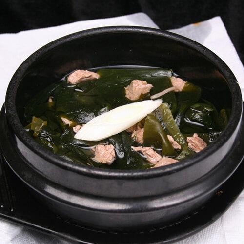 美味的鸭肉海带汤