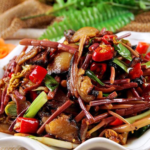 好吃的辣炒腊肉蘑菇