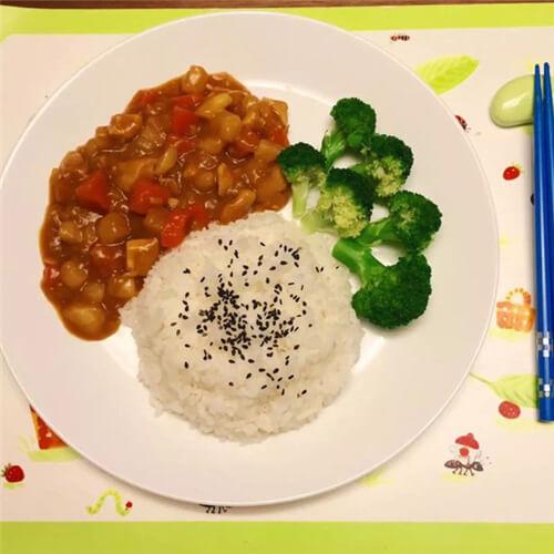 简单的儿童最爱日式咖喱饭
