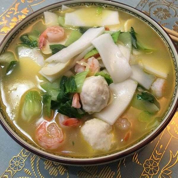 特色的韩国海鲜年糕火锅