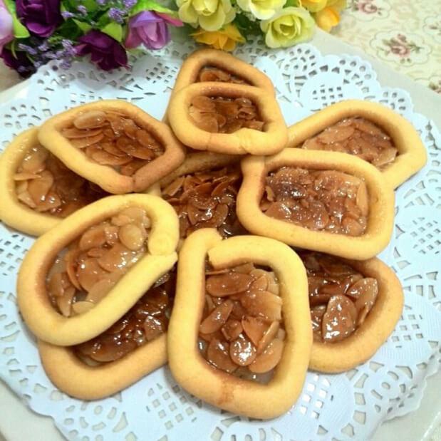香甜的糖霜罗马盾牌饼干