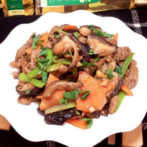 家常的葱花香菇炒肉