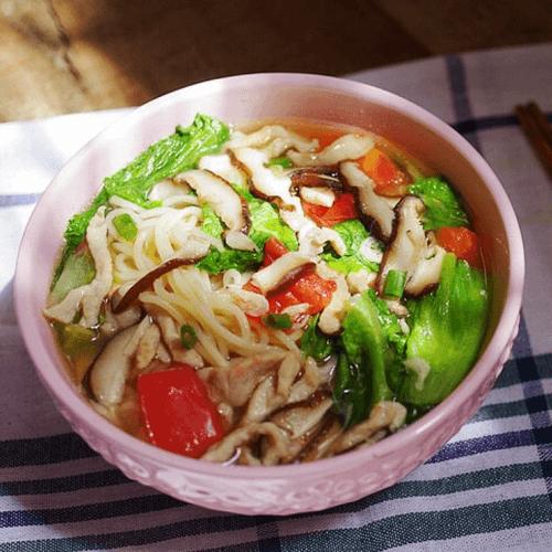 家常的蔬菜煮面