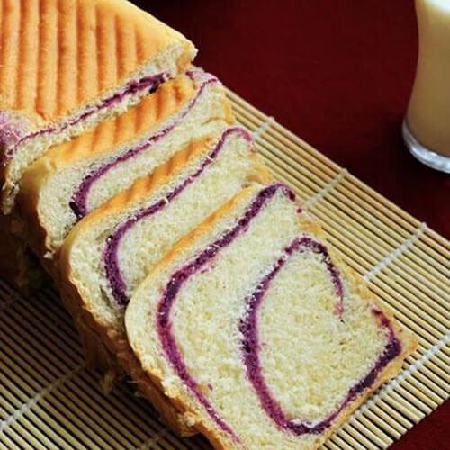 美味的紫薯卷面包片