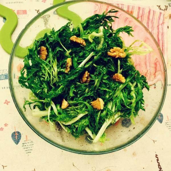 芹菜拌核桃仁