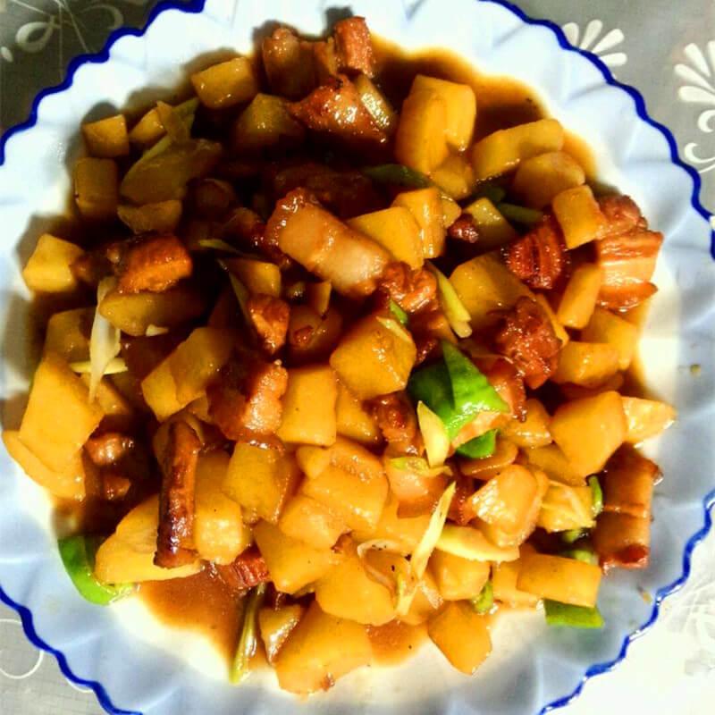 美味的土豆块炖肉