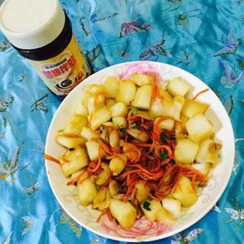 胡萝卜肉丝炒肠粉