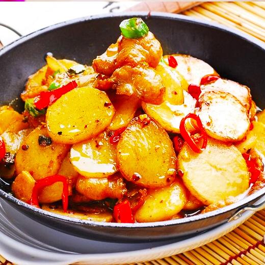 红肠炒土豆洋葱片