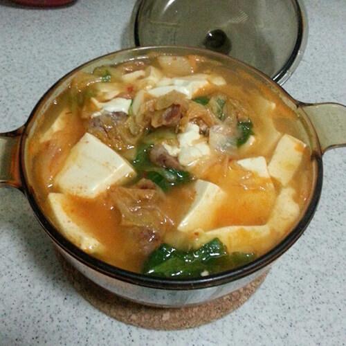 咸咸的韩国泡菜锅