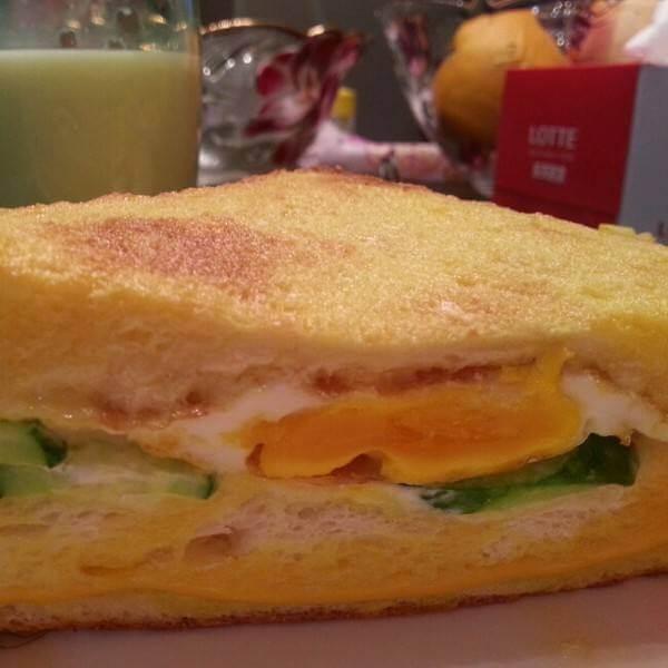 小猪煎蛋三明治