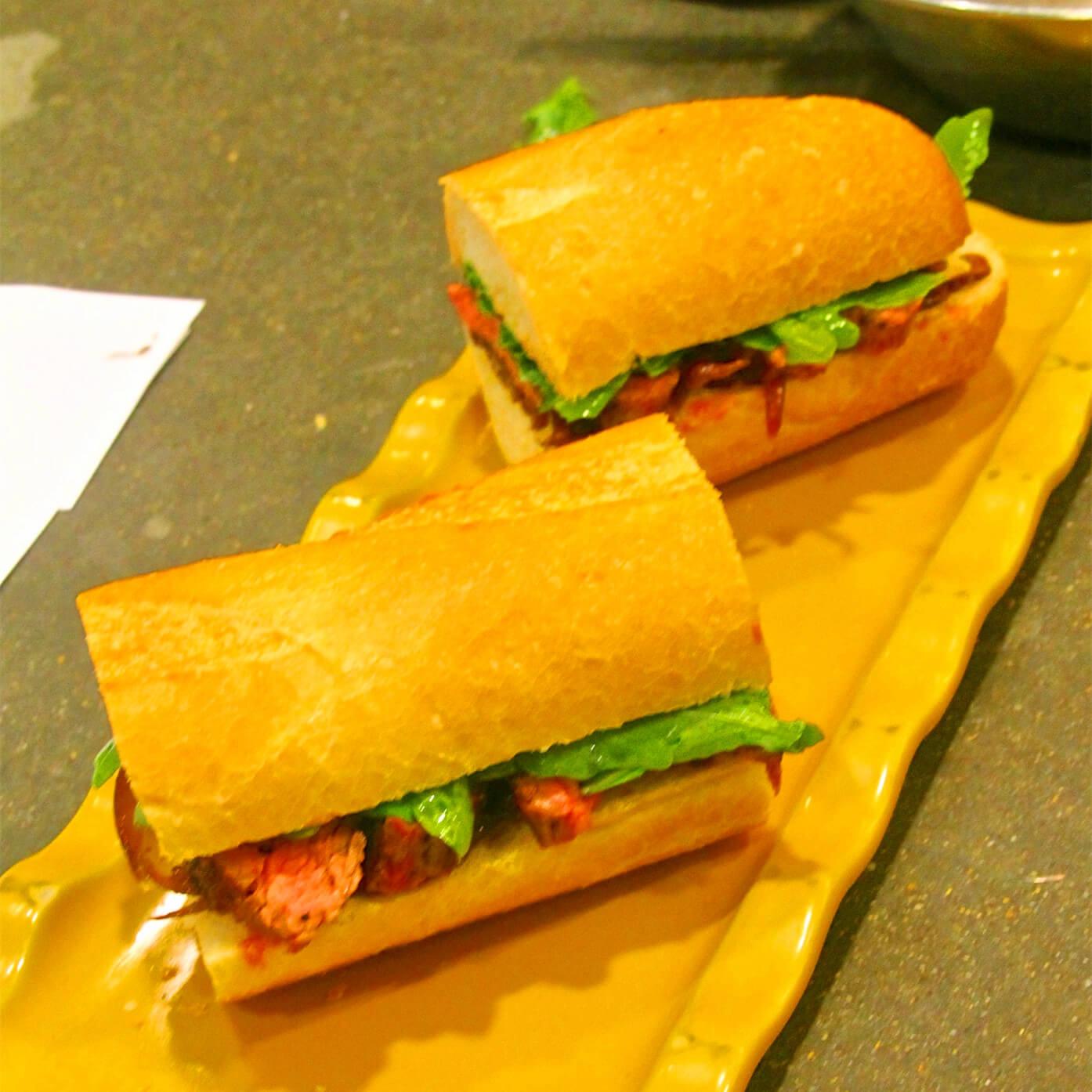 鸡蛋牛排三明治