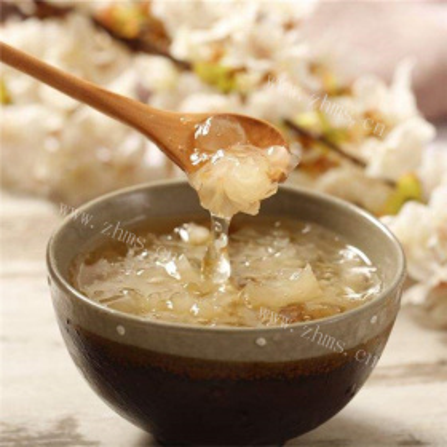 雪燕桃胶皂角米银耳汤