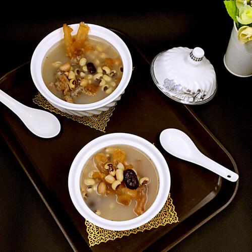 红枣花生眉豆猪脚筋汤