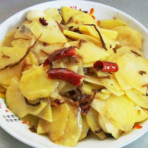 土豆腌菜煮洋芋玉米家常排骨汤怎么做图片