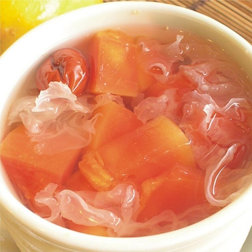 酸甜可口的红枣木瓜银耳糖水。