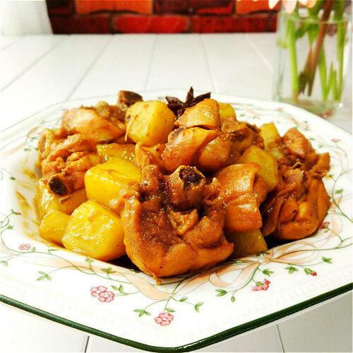 好吃的土豆焖三黄鸡