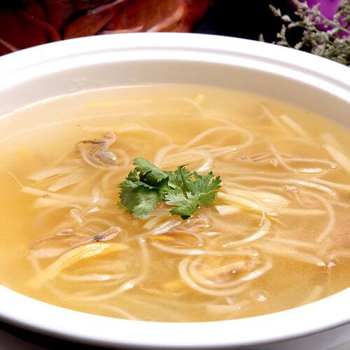 美味的冻豆腐白菜粉条汤