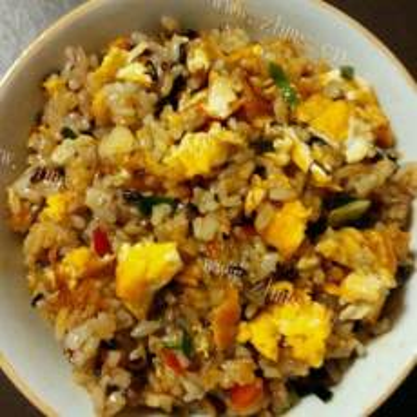 好吃鸡蛋炒黑米饭