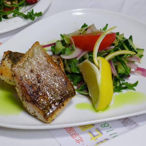 番茄橄榄鲈鱼沙拉