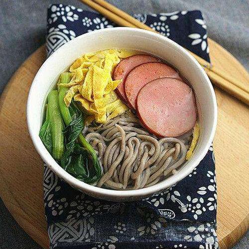鲜香青菜荞麦汤面