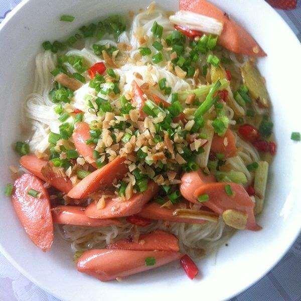 火腿肥肠米线