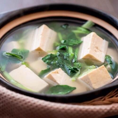 鲜美菜苔豆腐汤