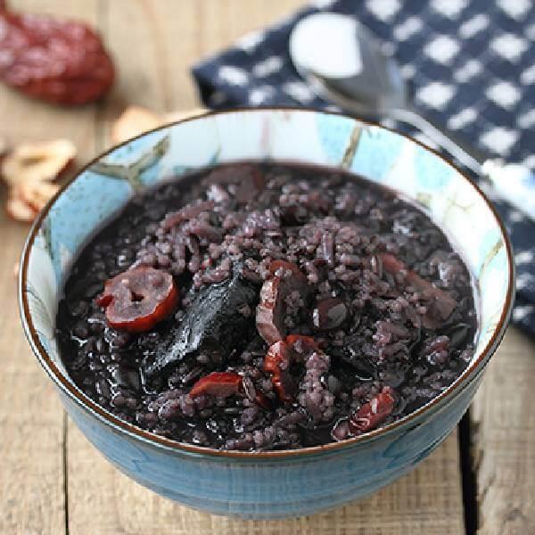 美味的营养杂粮黑豆养生粥