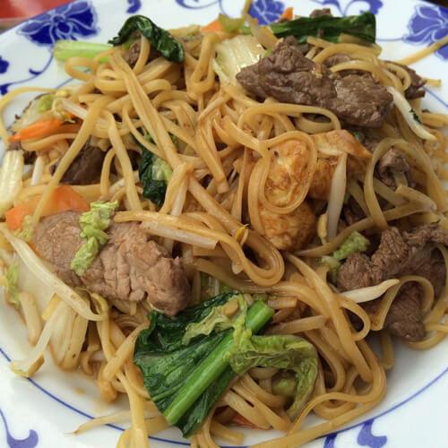 肉丸芹菜叶炒面