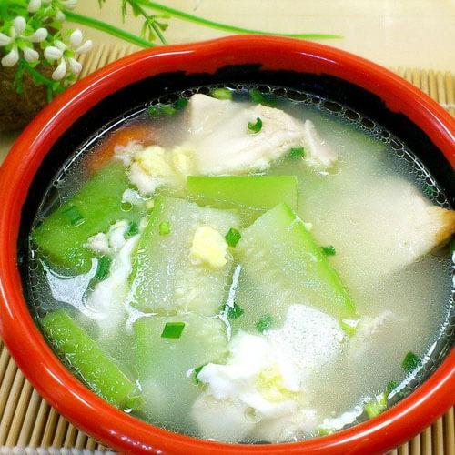 美味的菜花豆腐鱼滑汤
