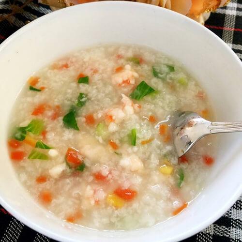 营养的青菜胡萝卜小米粥