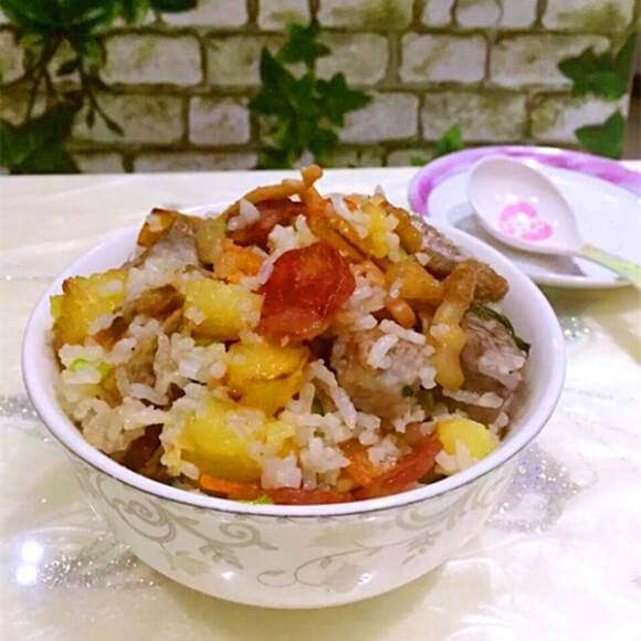 焖芋头土豆饭