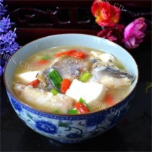 嫩豆腐炖小鲳鱼