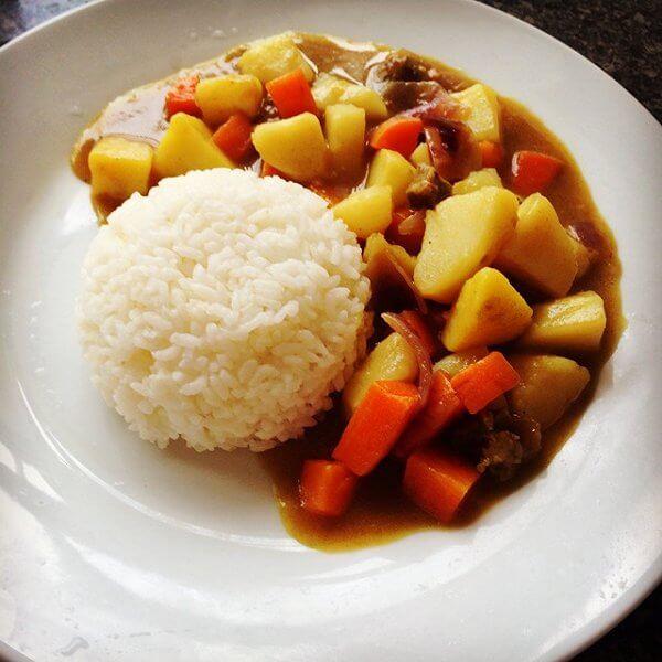 美味的咖喱土豆牛肉饭