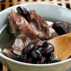 黑豆炖猪尾
