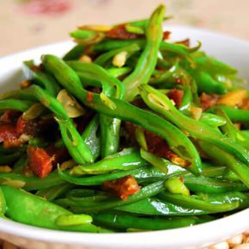蒜苔烧土豆丁