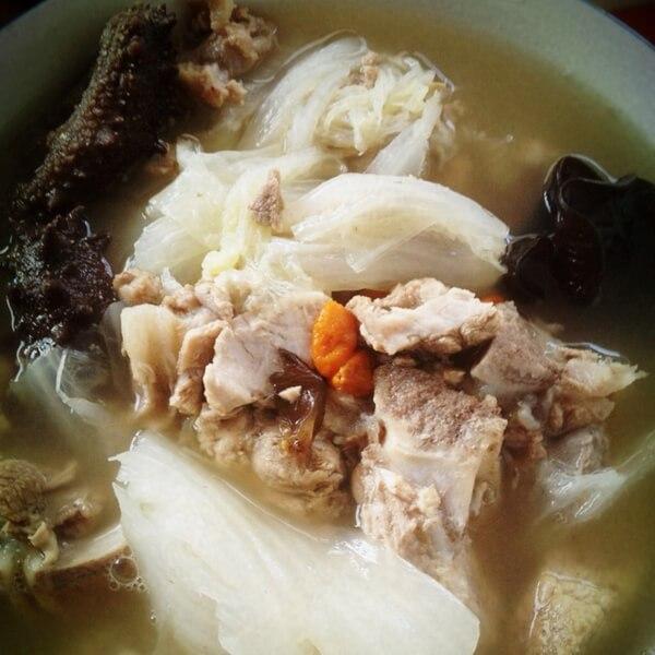 鲜美的排骨海参汤