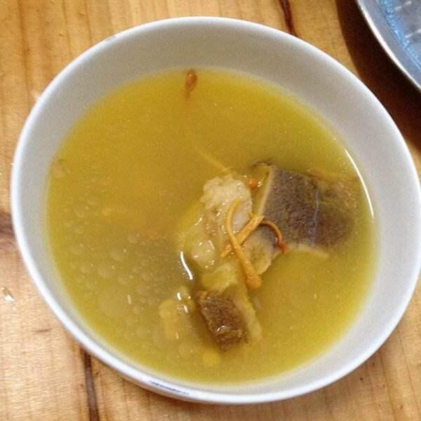 黄芪虫草花大骨汤