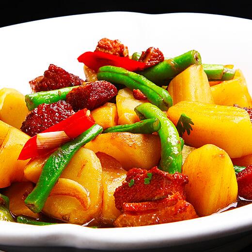 美味的猪肉炖茄子豆角土豆