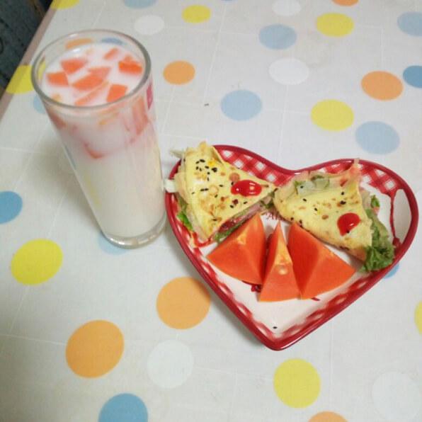 木瓜奶+蛋包肉