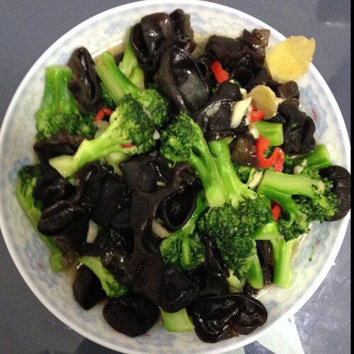 美味的花菜炒黑木耳