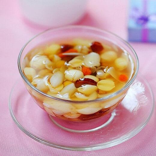 美味的红枣银耳养生汤