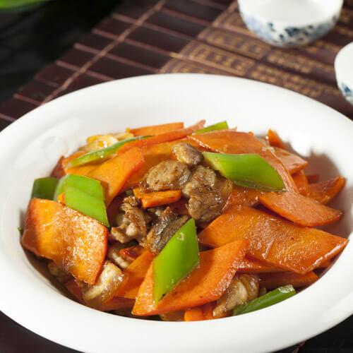 胡萝卜烧肉片
